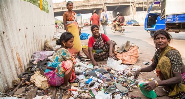 Les femmes sont particulièrement exposées aux risques sanitaires liés à la pollution chimique et aux déchets